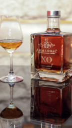 Glass engraving for Armagnac Castarede. An MSV realization, Micro Sablage Verrier technique.