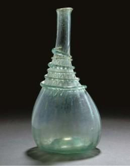 Bouteille en verre vert pâle. Shiraz, Iran, XVIIIe siècle © Christie's